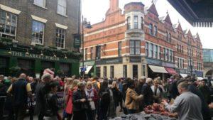 Borough Market หรือตลาดโบโร่ ถือเป็นตลาดที่มีชื่อเสียงมากในหมู่นักท่องเที่ยวและชาวลอนดอน