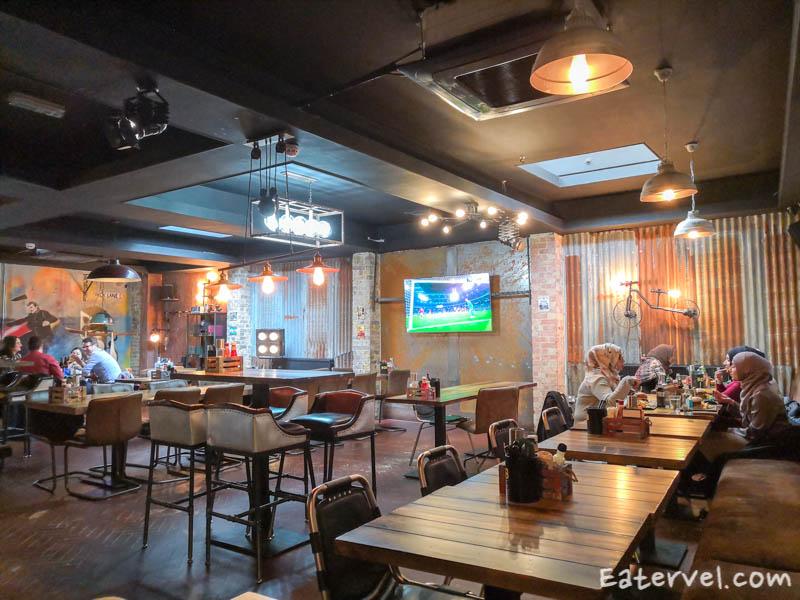 band of burgers brick lane halal - inside restaurant