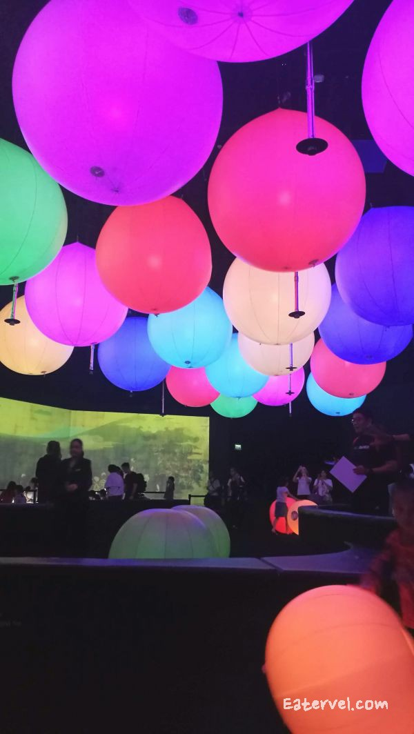 Light Ball Orchestra FUTURE WORLD: WHERE ART MEETS SCIENCE Teamlab in singapore